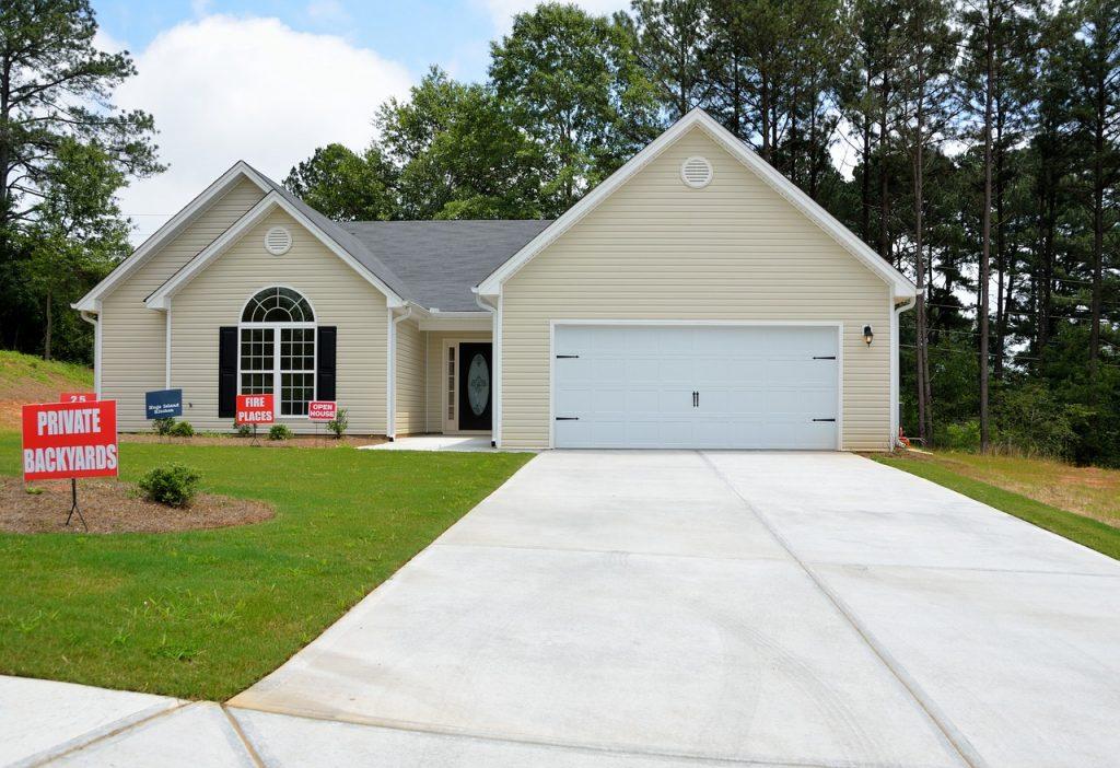 Que choisir entre un placement immobilier et un placement financier ?